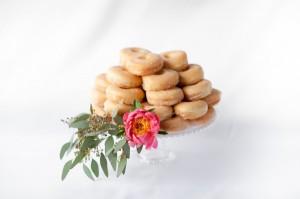 Pops-of-Plum-Styled-Shoot-Donut-Cake-0002-e1402343769535