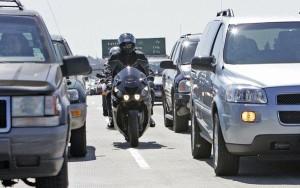 la-fi-mo-autos-lanesplitting-controversy-safet-001