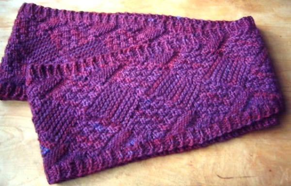 Textured Infintiy Scarf from Gwen Bortner's Entrelac Knitting Craftsy class. It's fully reversible, and I added the ribbed borders by using the reversible pick-up technique taught in the class.
