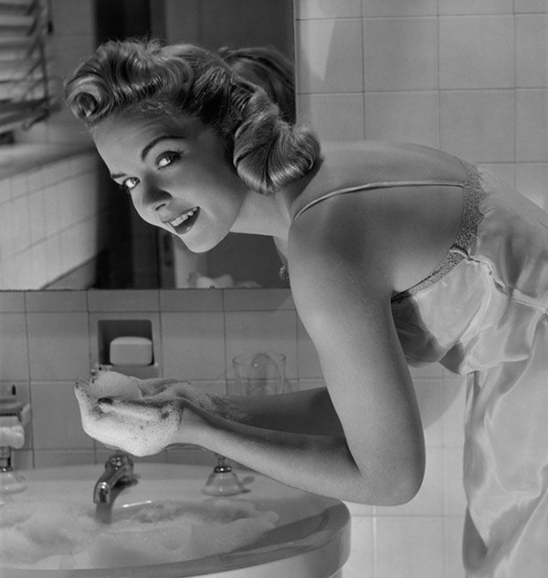 UNITED STATES - CIRCA 1950s: Woman washing face in sink. (Photo by George Marks/Retrofile/Getty Images)